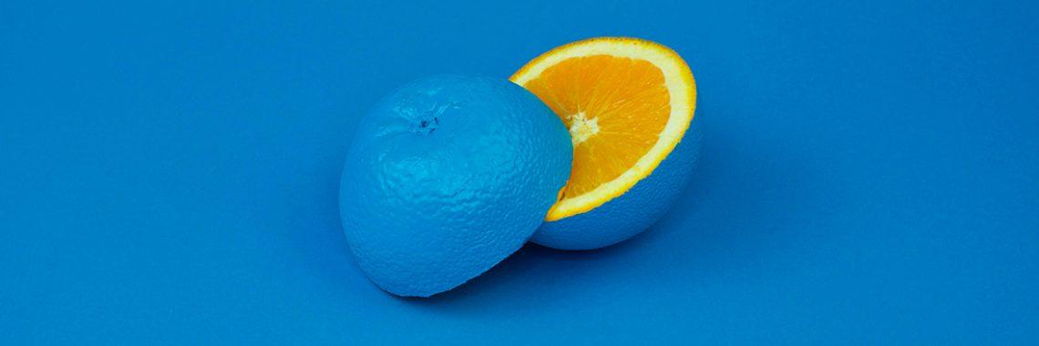 Citron teint en bleu pour illustrer la créativité