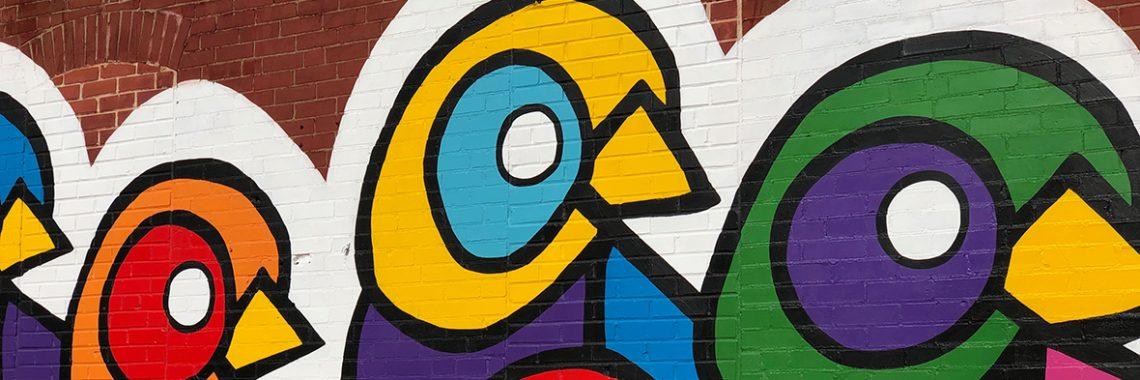 Murales d'oiseaux aux couleurs vives et stimulantes