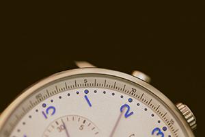 Face d'une montre analogue pour illustrer la notion de temps