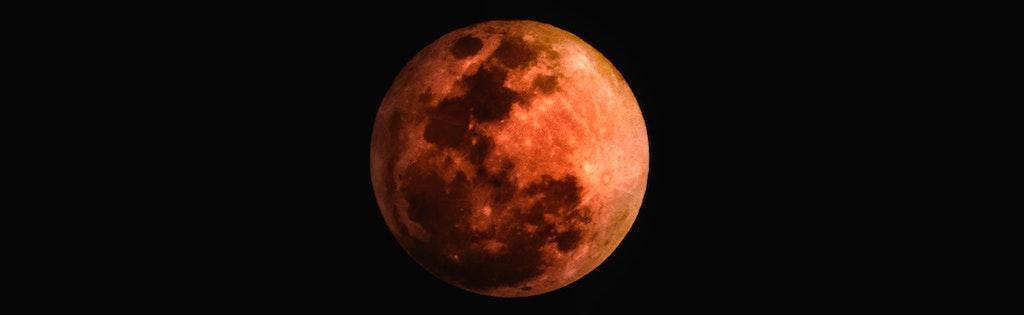 lune orange à l'halloween
