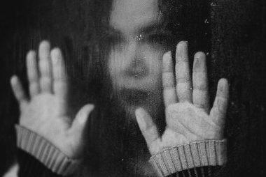 femme triste pluie morne depression